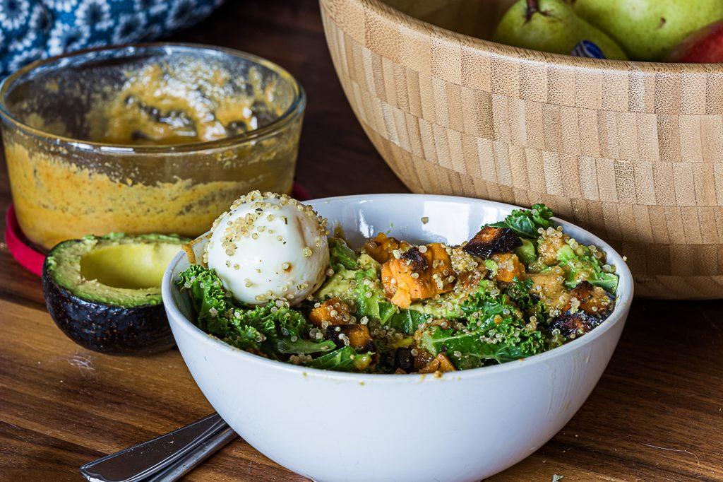 Bol santé à la sauce tahini et  chipotle par www.fournoratio.com